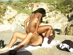 Monique - hot sex på stranden