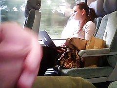 Flash i et tog og hun ser mange ganger-flostylez