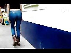 Jenta nalgona i jeans