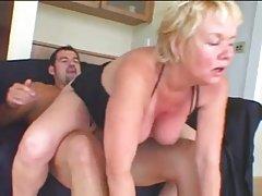 Hot bestemor cougar suge og knulle