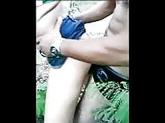 Strømmen med unge i skogen