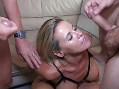 Sexy milf 46y første theesome med mann