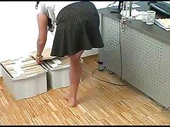 Ben amputert jente i hennes kontor viser punge henne Ben